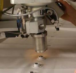 喷口自动安装机